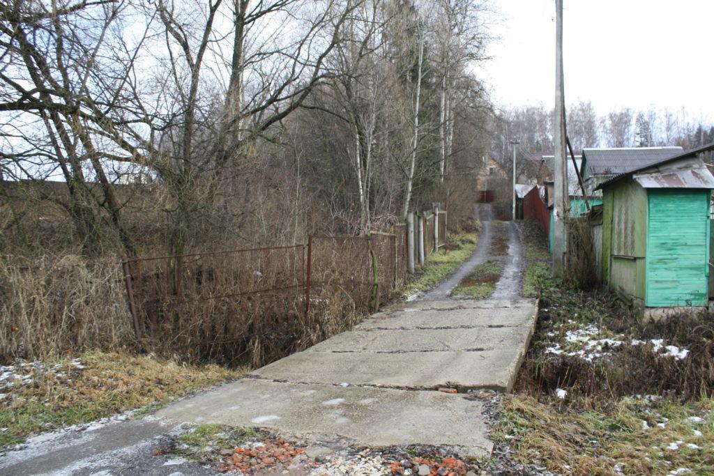 1.вид на наш мостик по направлению к воротам